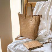 合皮のクロコダイルバッグでコーデが簡単に決まる方法とは?