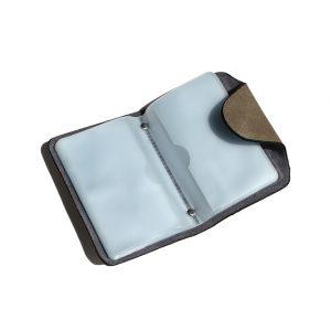 半透明で見やすいカードケース